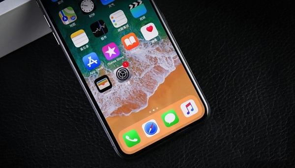 作为苹果首款全面屏手机,iphone x屏占比飙升到81%,把历代iphone前