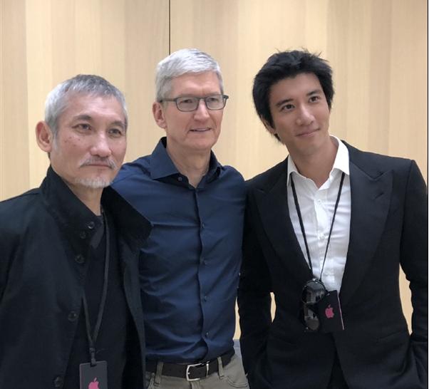 """王力宏抢先体验iPhone XS MAX:夸赞""""超大超漂亮""""!"""